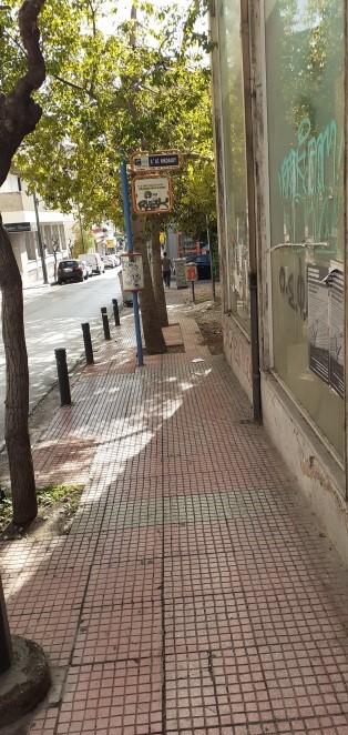 εμπόδια σε πεζοδρόμια