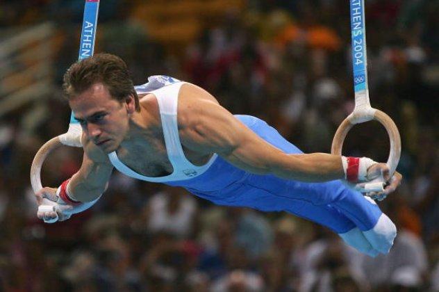 Ο Δημοσθένης Ταμπάκος κάνοντας Κρίκους στους Ολυμπιακούς Αγώνες του 2004