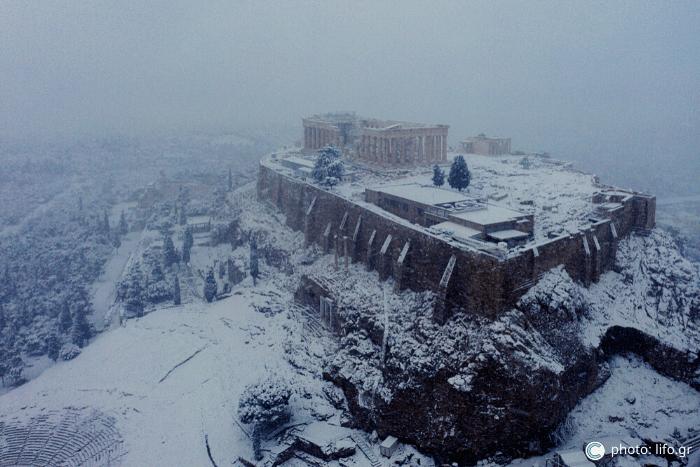 Η Ακρόπολη από ψηλά χιονισμένη