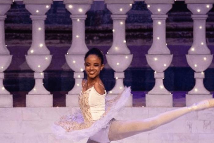 Η Βιτόρια Μπουένο, η μπαλαρίνα χωρίς χέρια σε χορευτική φιγούρα
