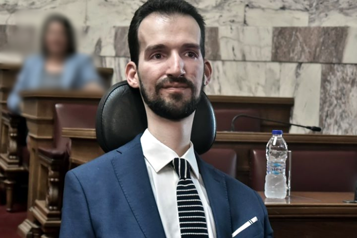 Ο Στέλιος Κυμπουρόπουλος στη Βουλή