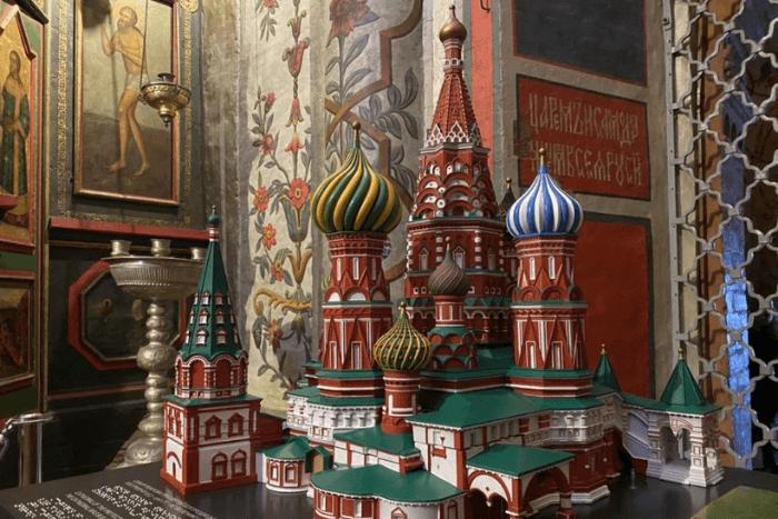 Μακέτα του Καθρεδικού Ναού στη Μόσχα και οδηγίες σε braille