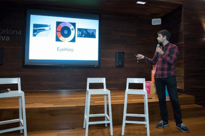 ο Ζαχαρίας Βαμβακούσης παρουσιάζει την εφαρμογή eyeharp σε poewrpoint