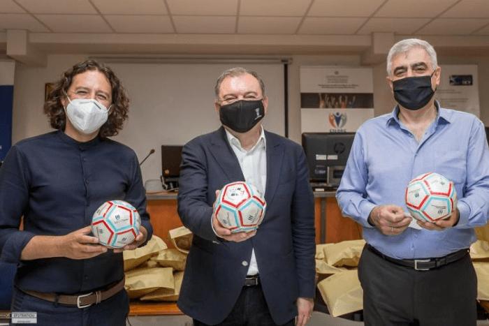 Ιγνάτιος Καϊεζίδης, Θωμάς Μπαχαράκης και ο Ηλίας Μάστορας, κρατώντας ο καθένας και από μια μπάλα.