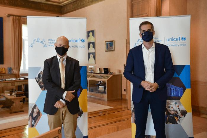 ο Δήμαρχος Αθηναίων κ. Κώστας Μπακογιάννης και ο Εκπρόσωπος του Γραφείου της UNICEF στην Ελλάδα κ. Luciano Calestini.