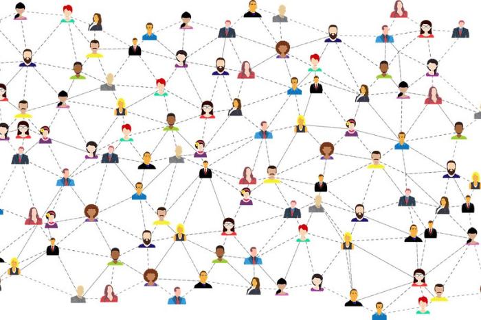 Πολλά μικρά εικονίδια ανθρώπων ενωμένα με ευθείες και διακεκομμένες γραμμές