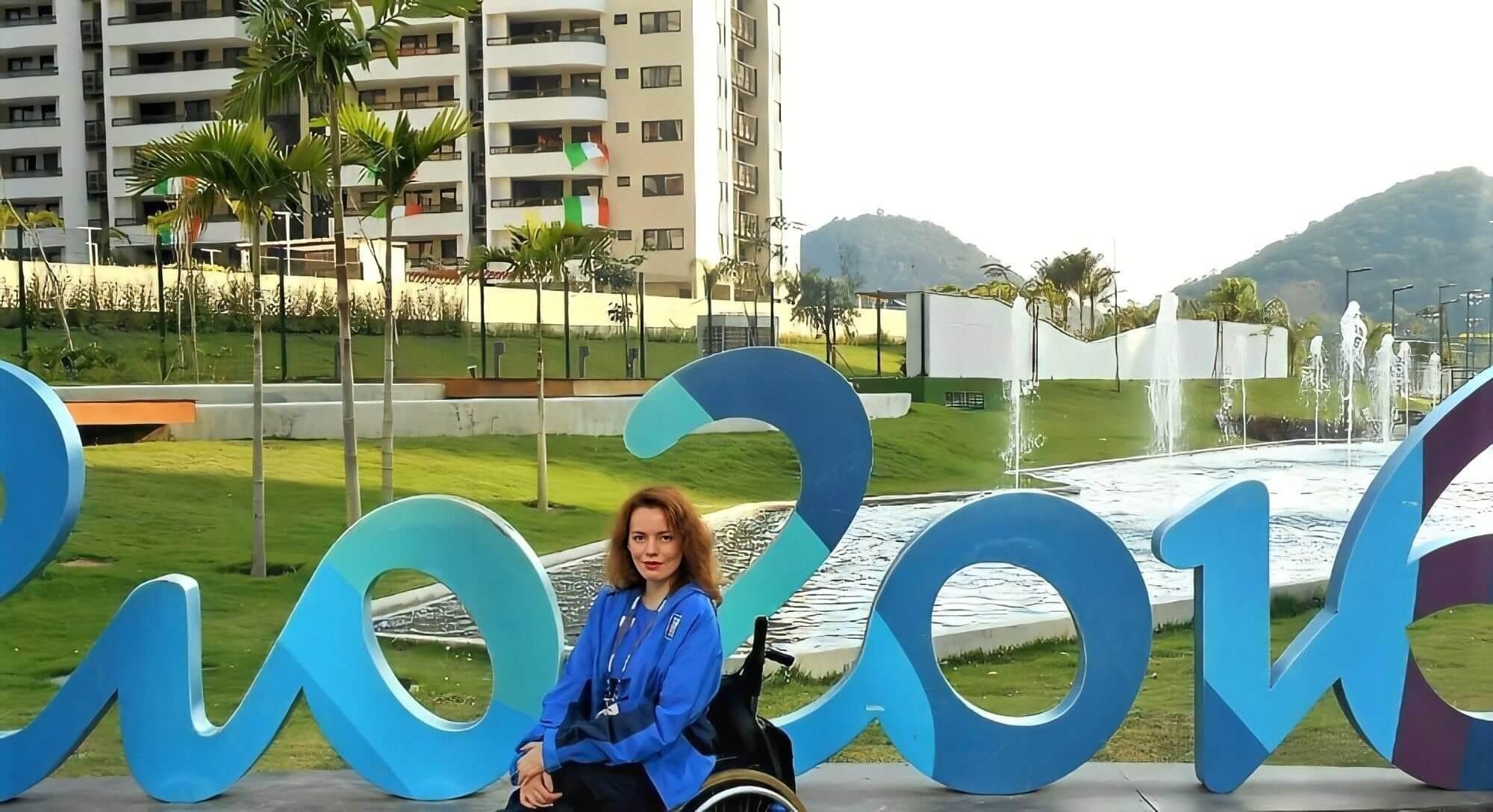 """Η Χρυσή μπροστά από τρισδιάστατα γράμματα """"Ρίο 2016"""""""