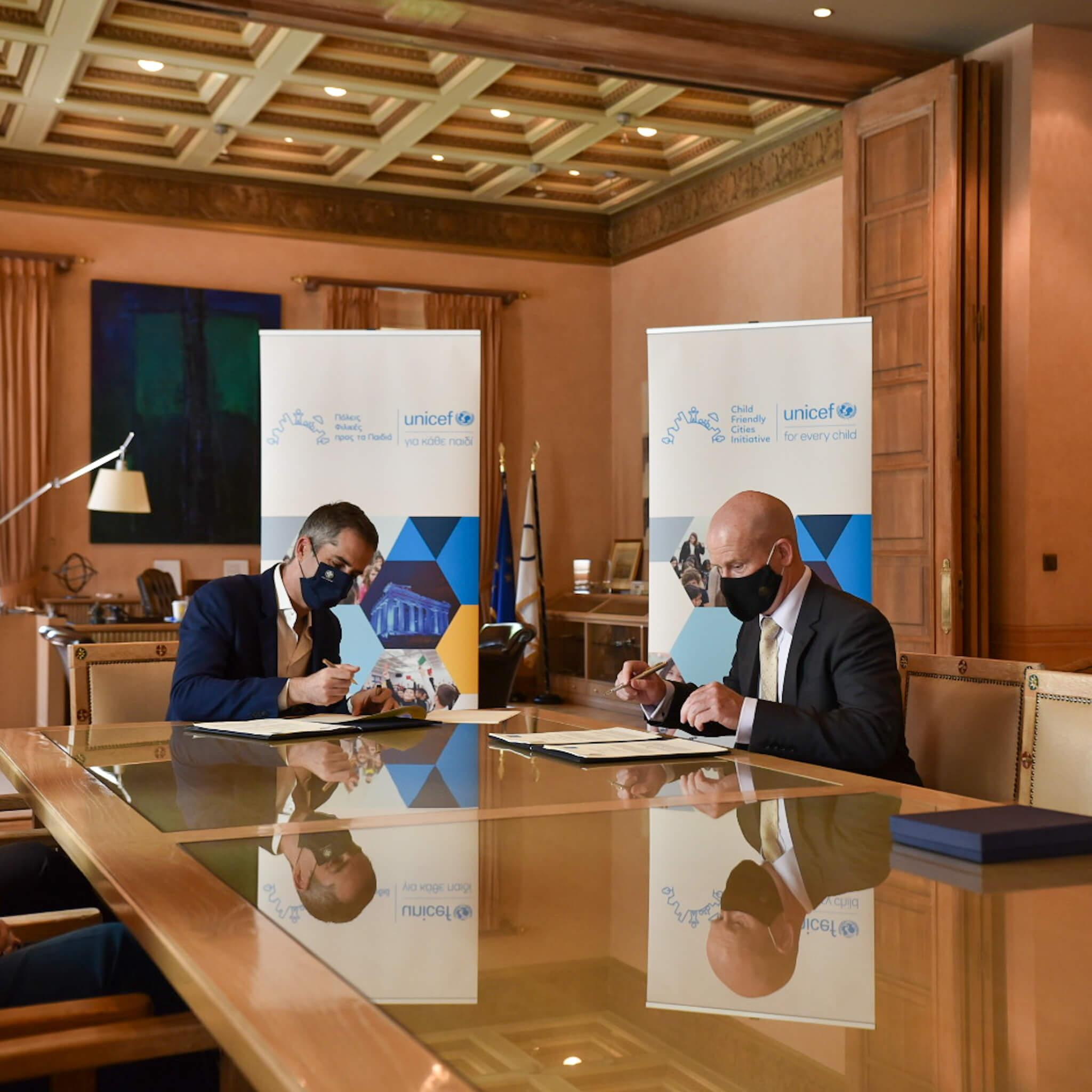 Ο Κώστας Μπακογιάννης και ο Luciano Calestini Υπογράφουν το μνημόνιο συνεργασίας