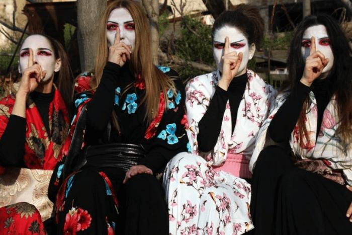 Οι ηθοποιοί της παράστασης ντυμένες με ιαπωνικές φορεσιες Δαλέκου Όλγα, Μερκούρη Έλληχ, Ρίκκου Μαρία, Φεσάκη Τσαμπίκα