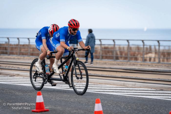 Ο Κωνσταντίνος Τσαγκατάκης σε tandem bike μαζί με συνοδό