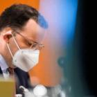 Ο Υπουργός Υγείας της Γερμανίας Γενς Σπαν φορώντας μάσκα