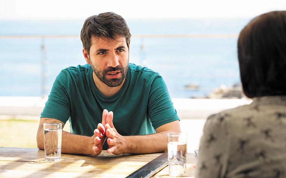 Δημήτρης Κοντοπίδης στον Πειραιά στη συνάντηση για τη συνέντευξη