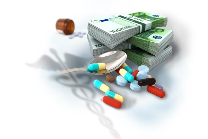 χάπια διαφόρων εδώ μαζί με δεσμίδες από χαρτονομίσματα των 100 ευρώ και το ιατρικό σύμβολο του κηρύκειου να αχνοφαίνεται