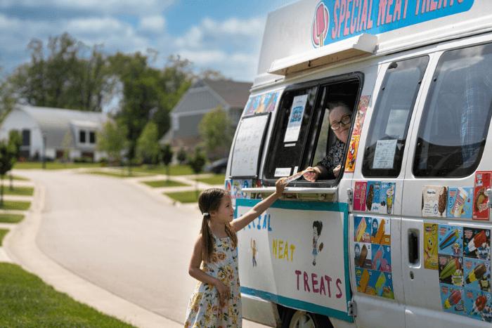 Κοριτσάκι αγοράζει παγωτό από καντίνα και την εξυπηρετεί η Κέιτ