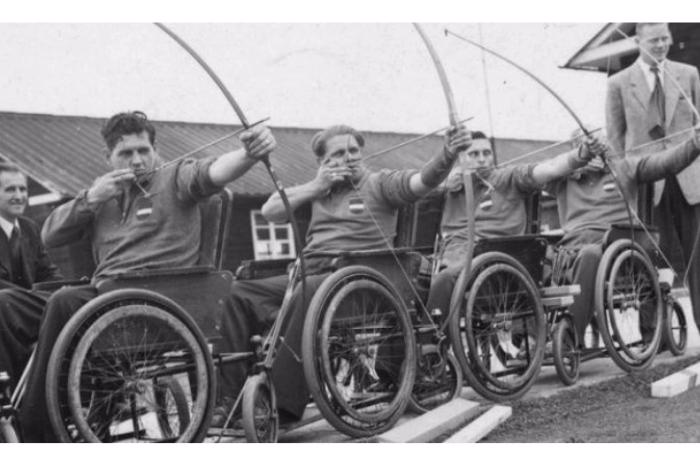 Ανάπηροι πολέμου σε αμαξίδια κάνουν τοξοβολία