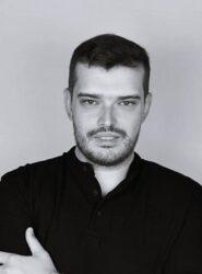 Ο Σκηνοθέτης Γιάννης Μπλέτας