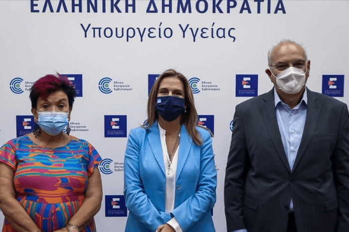 Στη συνέντευξη τύπου του Υπουργείου Υγείας, η κα Παρασκευή Σακκά, η Ζωή Ράπτη και ο Αντώνης Πολίτης