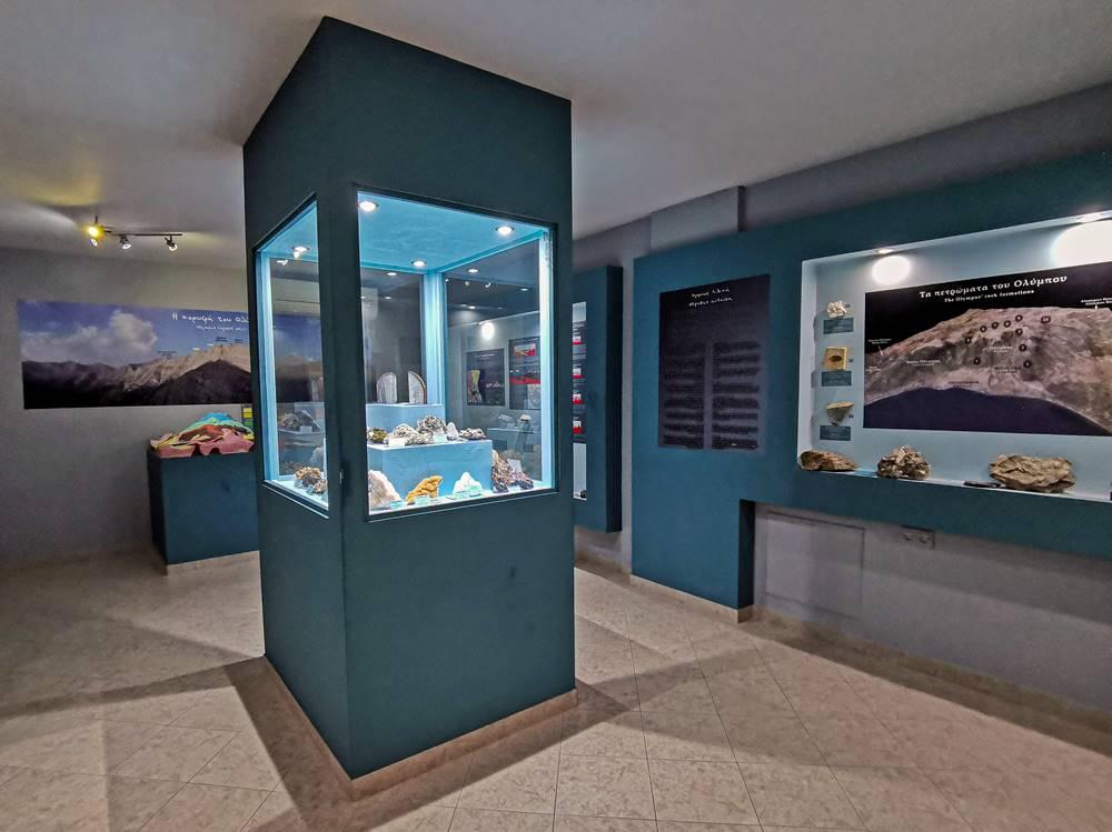 Βιτρίνα με εκθέματα στο μουσείο