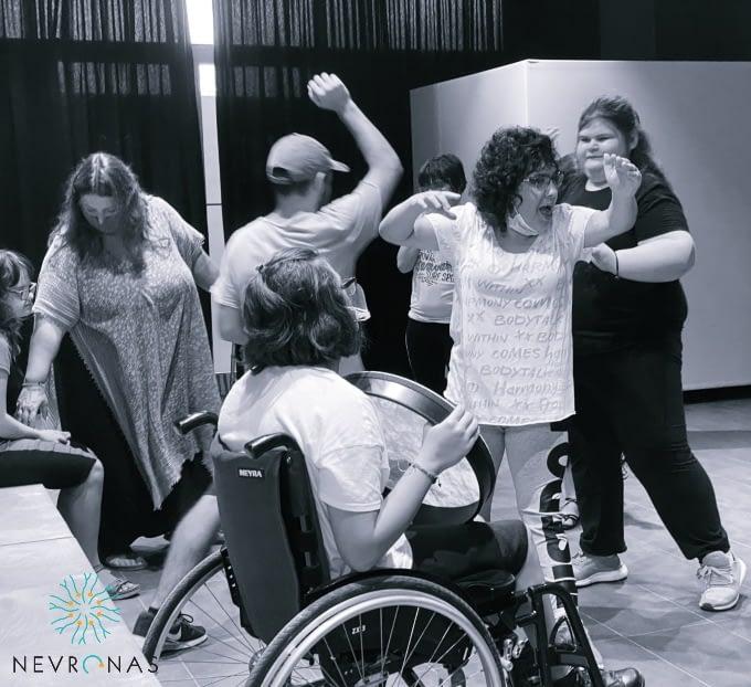 Οι αντιήρωες χορεύοντας σε πρόβες για το ντοκιμαντέρ