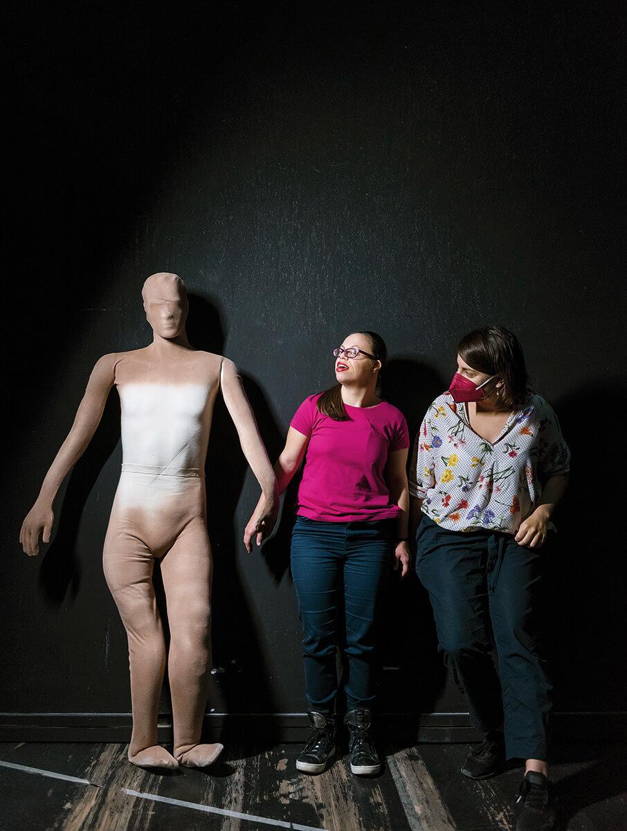 Στα παρασκήνια με τη σκηνοθέτρια της παράστασης Φουέντε Οβεχούνα, Ελένη Ευθυμίου, με την οποία συνεργάζονται από το 2013.