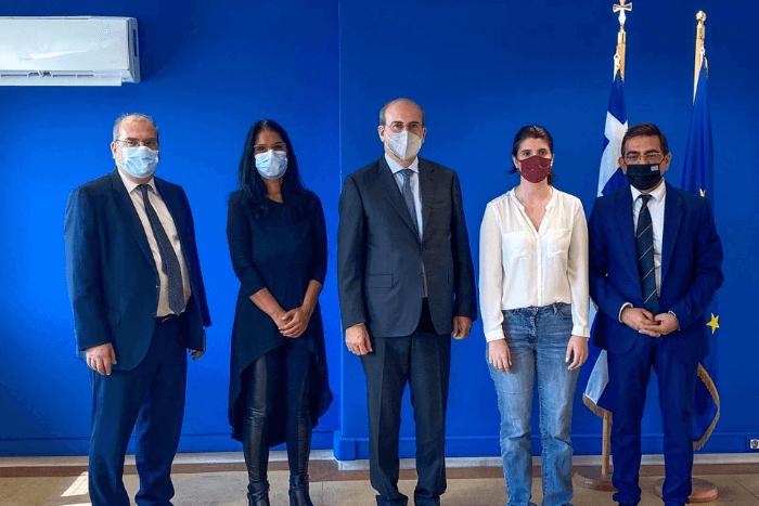 Στο υπουργείο εργασίας ο Κωστής Χατζηδάκης με τον Γιώργο Σταμάτη, τον Ευστάθιο Ευσταθόπουλο και δύο κυρίες
